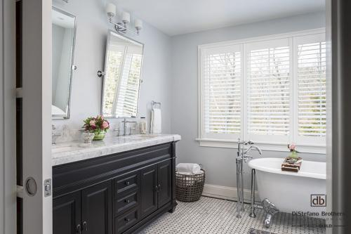 RI Bathroom Remodel: A Classic Bathroom